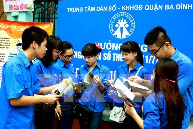 Youth on bus journey to promote gender equality hinh anh 1