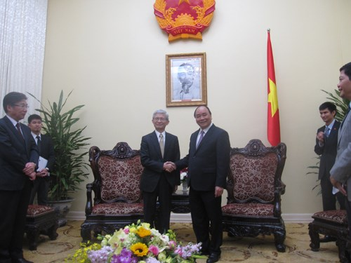 Deputy PM greets Toyota executive vice president hinh anh 1