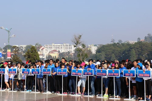 Youth join traffic safety efforts hinh anh 1