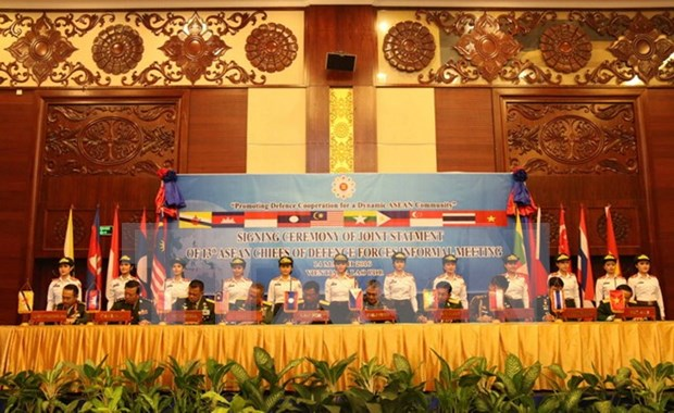 ASEAN defence chiefs emphasise peace in East Sea hinh anh 1