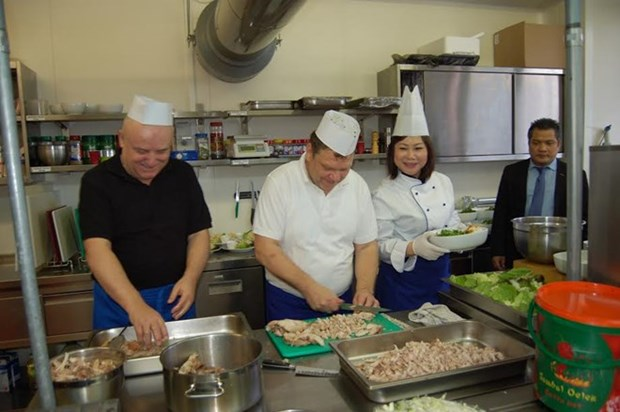 Cultural day features Vietnamese cuisine in Slovakia hinh anh 1