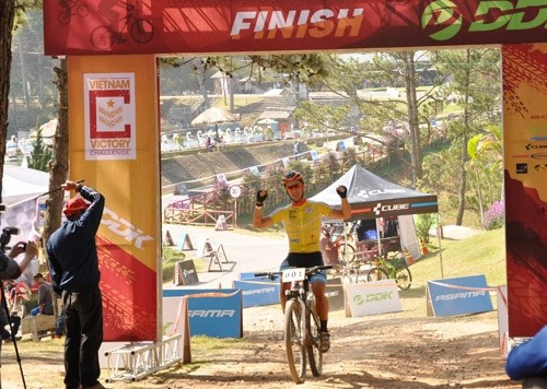 Canadian cyclist wins Vietnam Victory Challenge 2016 hinh anh 1