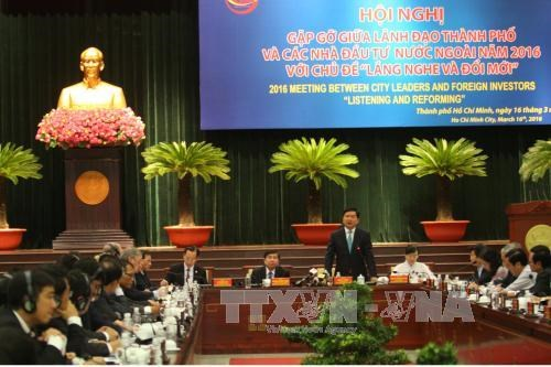 HCM City authorities talk with foreign investors hinh anh 1