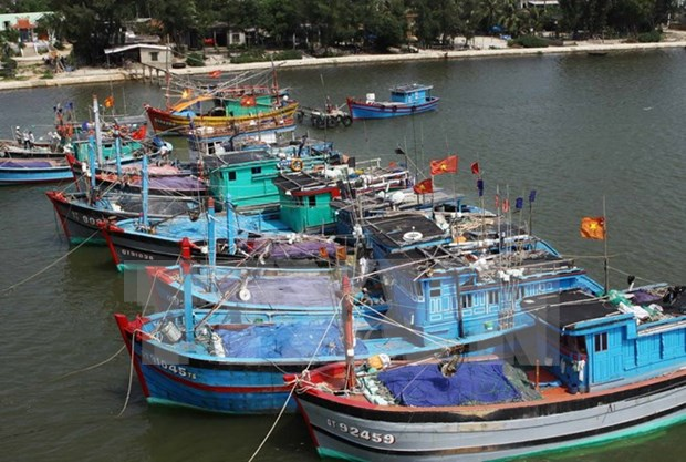Fishermen provided with disaster prevention navigation charts hinh anh 1