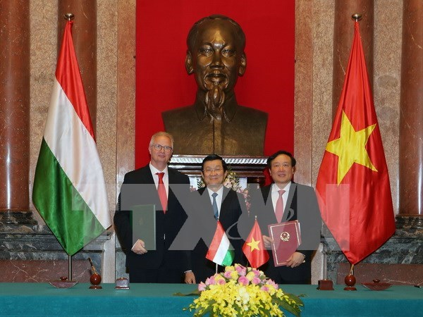 Vietnam, Hungary sign criminal legal assistance agreement hinh anh 1