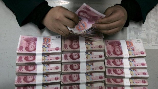 Seven Chinese jailed for illegal cash transfers hinh anh 1