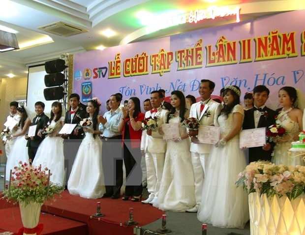 Happiness in the air across Vietnam hinh anh 1