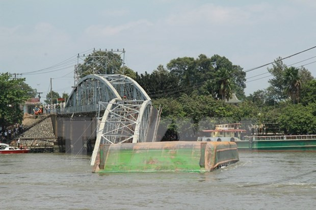 Bridge collapses in Dong Nai, two saved hinh anh 1