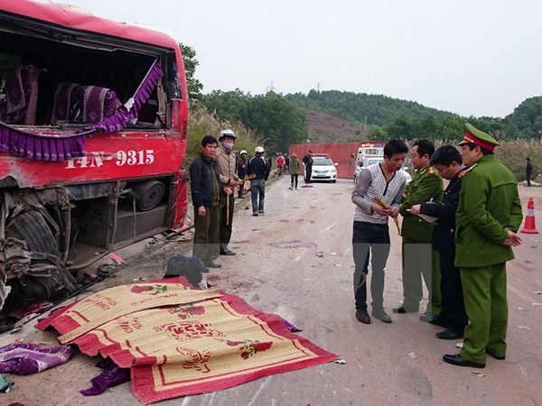 Traffic accidents continue to decrease hinh anh 1