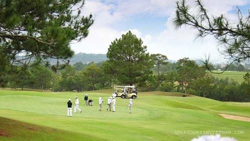 RoK golfer wins first women's golf tournament in Vietnam hinh anh 1