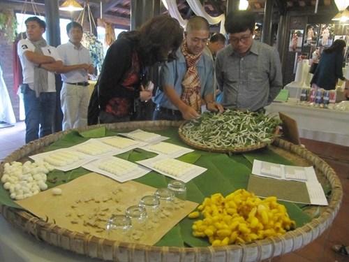 Hoi An hosts first pan-Asian silk trade fair hinh anh 1