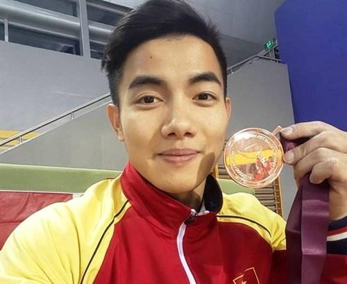 Hung wins parallel bars bronze at Doha Gymnastics World Cup hinh anh 1