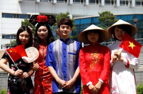 Vietnamese students form second largest community in RoK hinh anh 1