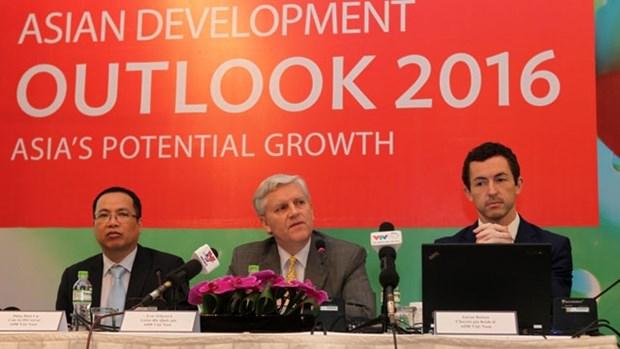 Vietnam's economy to grow 6.7 percent in 2016: ADB hinh anh 1