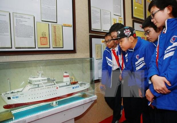 Hoang Sa, Truong Sa exhibition opens on Cat Hai island hinh anh 1