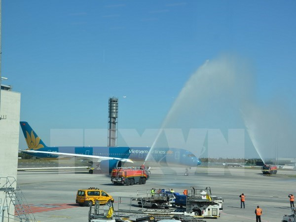 Vietnam Airlines's Airbus A350 used on HCM City-Shanghai route hinh anh 1