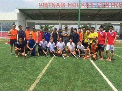 Hockey community passes the puck to Vietnam hinh anh 1