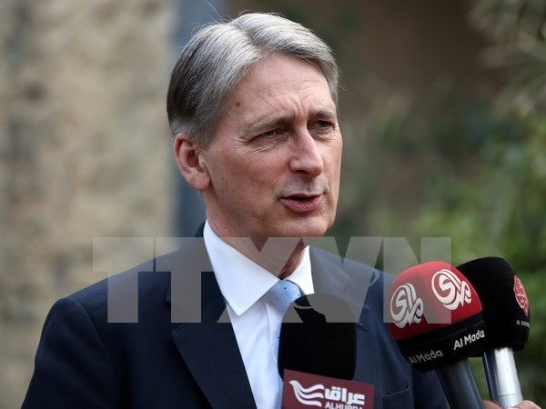 UK Foreign Secretary's visit aims to enhance cooperation with Vietnam hinh anh 1