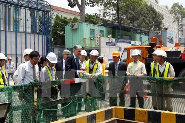 UK Foreign Secretary visits HCM City hinh anh 1