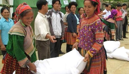 Lang Son distributes rice to needy households hinh anh 1
