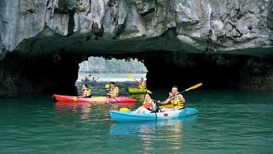 UK magazine calls Vietnam a top kayaking spot hinh anh 1