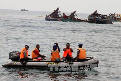 Indonesia to maintain tough stance on illegal fishing boats hinh anh 1