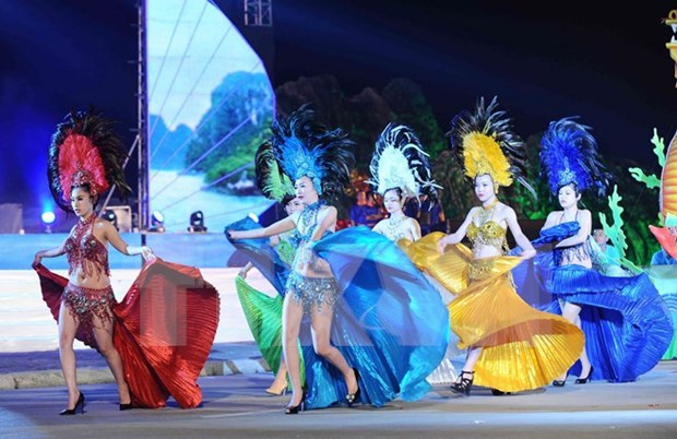 Carnival Ha Long 2016 vibrant with art performances hinh anh 1
