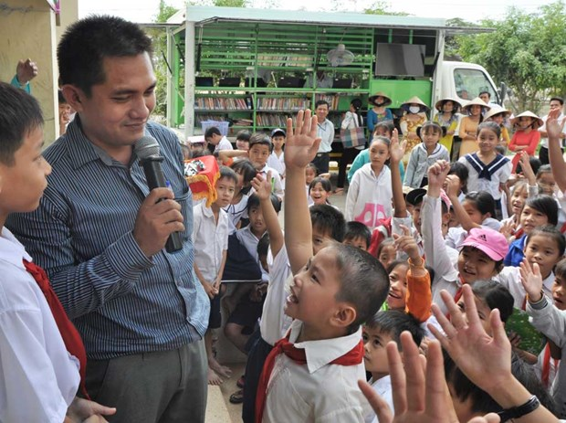 Long An library brings books to border area hinh anh 1