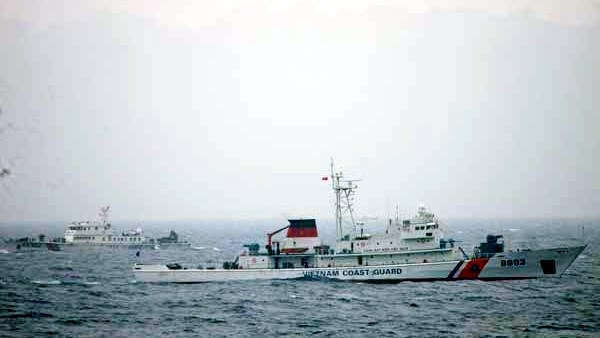 11th Vietnam-China fishery patrol in Gulf of Tokin ends hinh anh 1