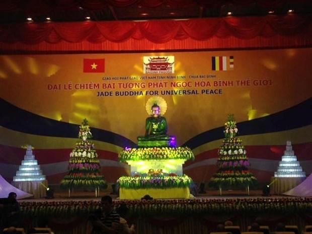 Ninh Binh holds ceremony to worship massive jade Buddha hinh anh 1