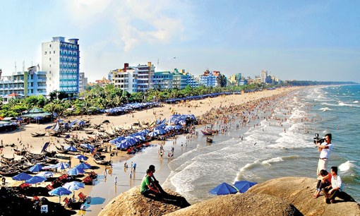 Travel companies get busy during long holiday hinh anh 1