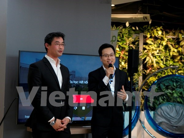 WEF leader joins in exchange with young Vietnamese hinh anh 1