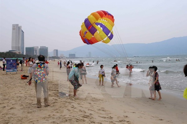 Tourist volumes to soar over holiday hinh anh 1