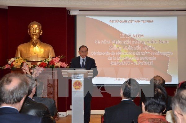 National Reunification Day celebrated in France hinh anh 1