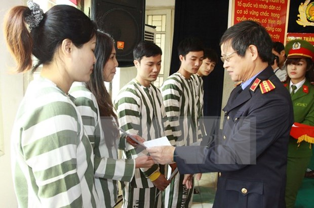 Hanoi grants amnesty to 100 prisoners hinh anh 1