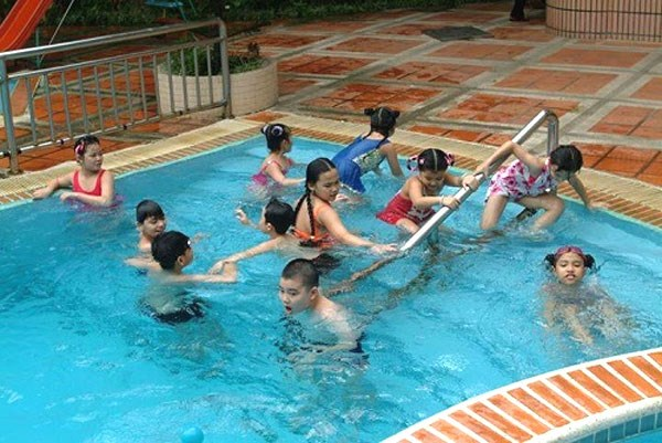 Provinces asked to teach students swimming skills hinh anh 1