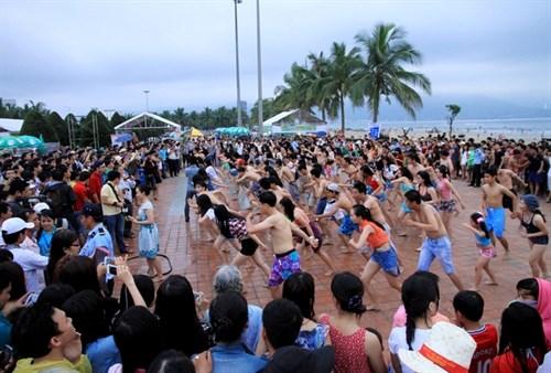 Flash mob to kick off Da Nang beach festival hinh anh 1