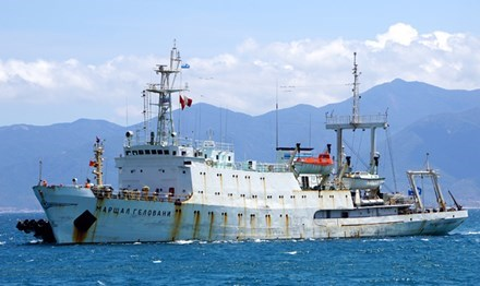 Russia's hydrographic vessel docks at Cam Ranh port hinh anh 1