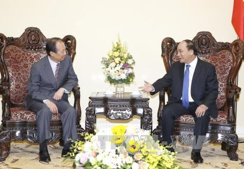 PM backs Samsung group's expansion in Vietnam hinh anh 1