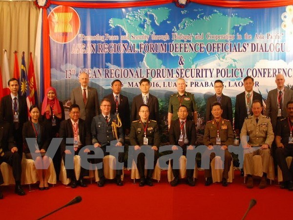 ARF defence officials discuss humanitarian, security issues hinh anh 1