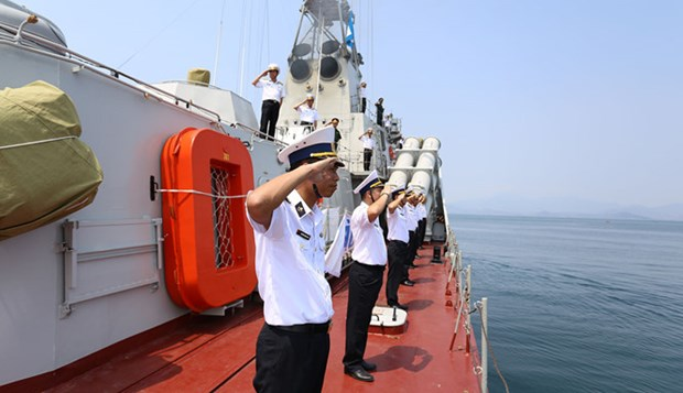Ship serving General Election reaches Sinh Ton island hinh anh 1