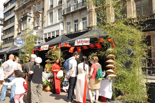 Vietnamese specialties form part of world culture festival in Brussels hinh anh 1