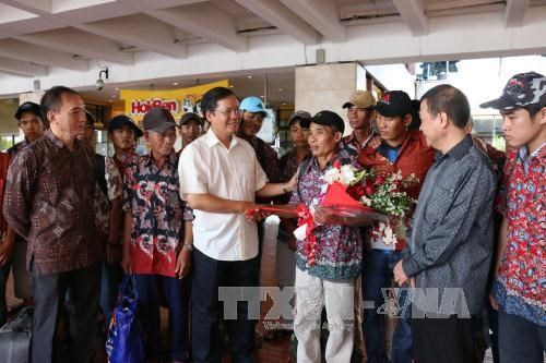 26 arrested Vietnamese fishermen return home hinh anh 1