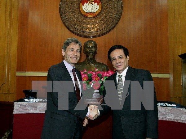 VFF leader discusses religious issues with US guest hinh anh 1
