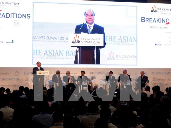 Vietnam accompanies investors on path towards success: PM hinh anh 1