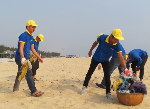 Programme promotes youths' engagement in sea protection hinh anh 1
