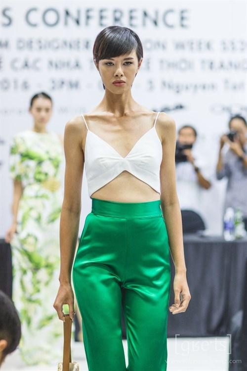 Vietnam Fashion Week kicks off hinh anh 1