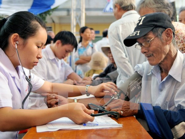 Hanoi: Free check-ups offered to the elderly in Son Tay town hinh anh 1