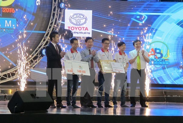 Lac Hong University named winner of Robocon Vietnam 2016 hinh anh 1