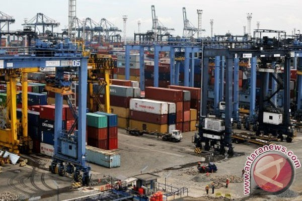 Indonesia sees surge in trade surplus as imports decline hinh anh 1
